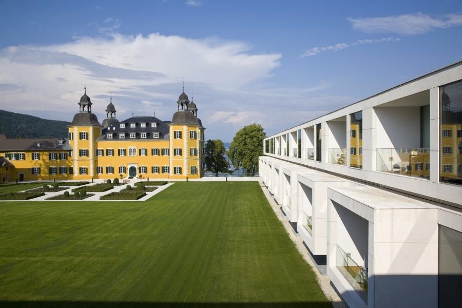 Das 'alte' Schloss Velden harmoniert wunderbar mit dem neuen Zubau (Foto Schlosshotel Velden)