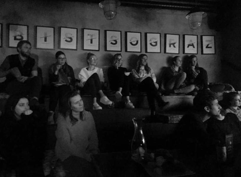 Die im Cafe Mitte jeden Montag gezeigten Filmklassiker kommen sehr gut beim Publikum an (Foto beigestellt)