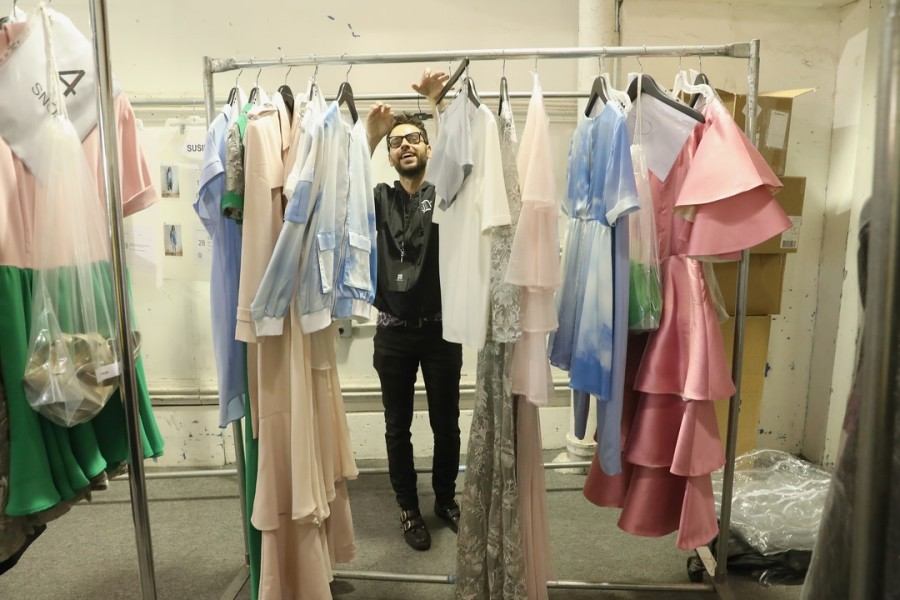 Backstage in New York: Die Modelle werden vorbereitet für die große Show at The Gallery at Skylight Clarkson Square (Photo by Rob Kim/Getty Images for IMG Fashion)