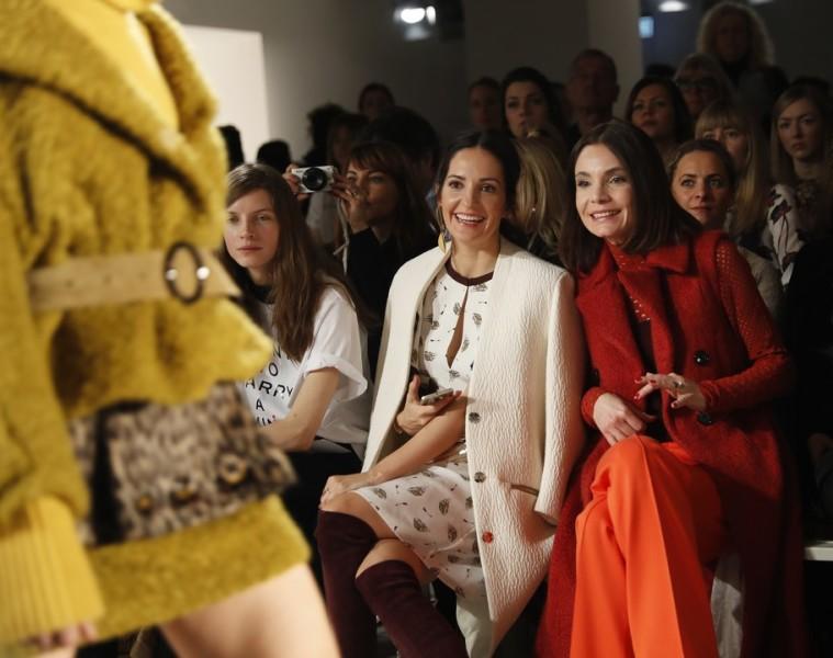 Model und Friend of the Brand Luca Gajdus, Model und Moderatorin Johanna Klum und Schauspielerin Nadine Warmut bei der Show von Dorothee Schumacher (Foto Getty Images)