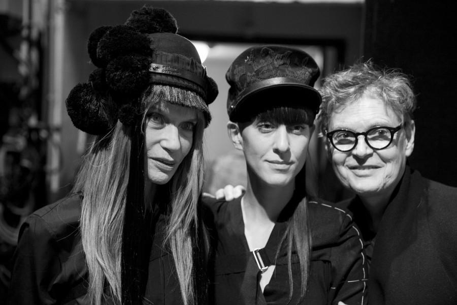Esther Perbandt (Mitte) steht für Selbstbewusstsein und Extravaganz, hier mit Vera von Lehndorf aka Veruschka (Foto Claudia Weingart)