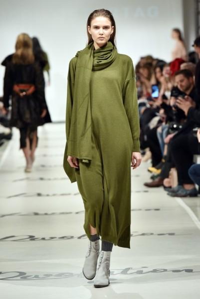 Der Münchner Designer Marcel Ostertag interpretiert Loden modern und zeitlos. Farblich dominieren neben Schwarz die Farben Camel, Grau, Tannengrün und Weinrot (Photo by Zacharie Scheurer/Getty Images for IMG)