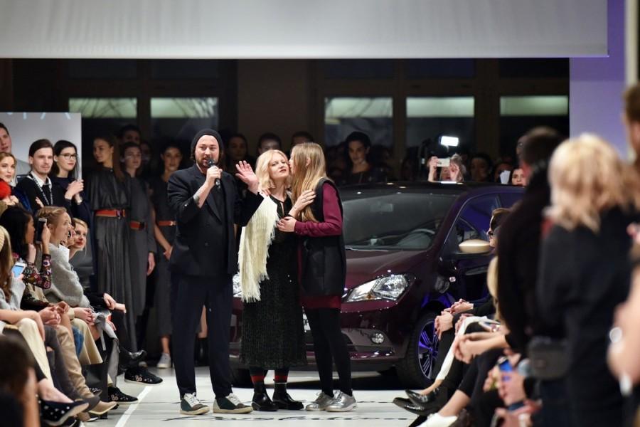 """Designer Marcel Ostertag ruft mit starken Worten zur REVOLUTION auf: """"Die Zeit ist gekommen, um endlich zu sein wer ihr schon immer wart. Ihr selbst. (Photo by Zacharie Scheurer/Getty Images for IMG)"""