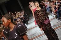 Show der Wiener Designerin Marina Hoermanseder auf der Fashion Week Berlin (Foto Stefan Kraul)