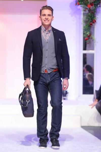 Mister Austria 2013 Philipp Knefz trägt bei der Salzburger Fashion Night Casual-Looks von LERROS (Foto Moni Fellner)