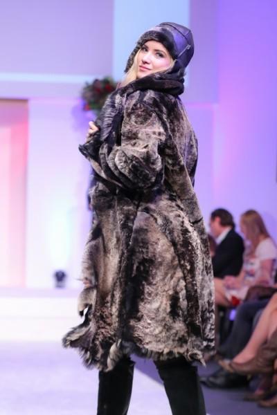 Miss Austria Dragana Stankovic präsentierte exklusive Mode namhafter Labels auf der Salzburger Fashion Night (Foto Moni Fellner)
