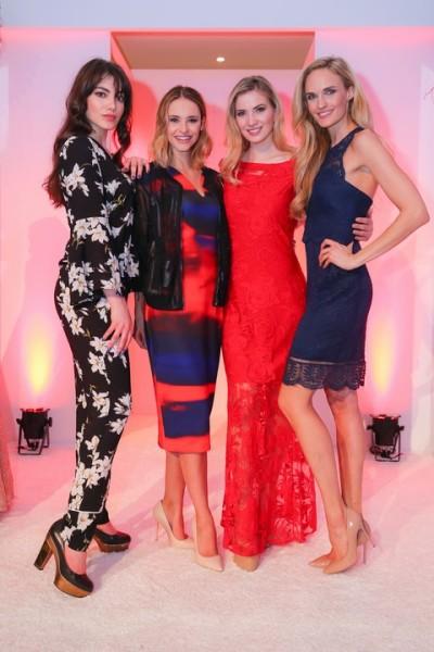 Viel Spaß hatten bei der Salzburger Fashion Night Ex-Miss Austria Amina Dagi und Julia Furdea, Miss Austria Dragana Stankovic und Ex-Miss Austria Patricia Kaiser (Foto Moni Fellner)