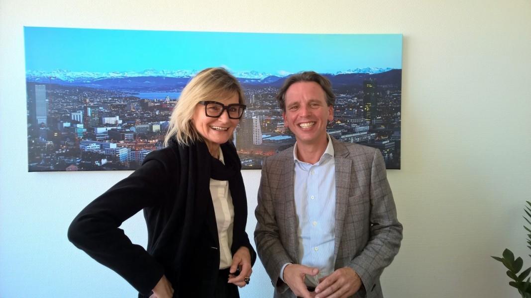 Bei meinem letzten Aufenthalt in Zürich besuchte ich unseren Wirtschaftsdelegierten in seinem Büro mit herrlicher Aussicht über Zürich (Foto Reinhard Sudy)