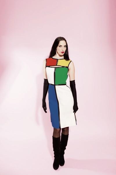 """Das Kleid """"Bauhaus"""" ist das Icon Stück der Smart Couture und jedes seiner sechs Elemente lässt sich individuell einfärben (©Barbara Nidetzky Fotografie)"""