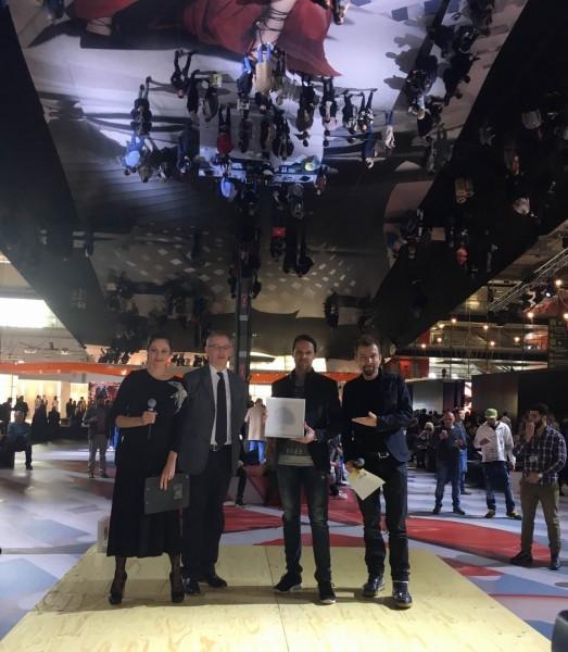 """BESTSTORE Award: Das Grazer BrillenQuartier von Christian Potisk (2.v.re) gewann den 2. Preis beim 'BESTSTORE Award"""" auf der Brillenmesse MIDO in Mailand, der vor einem großen Fachpublikum überreicht wurde (Foto BrillenQuartier)"""