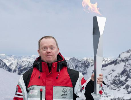 Der österreichische Designer Thomas Feichtner entwarf die Fackel für die Special Olympics 2017 im Rahmen des DESIGN TRANSFER Programms der Creative Industries Styria (Foto Thomas Feichtner Studio)
