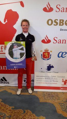 """Gewinnerin der LET Access Order of Merit 2016 und stolze Besitzerin einer LET Tourkarte für 2017. """"Das Turnier, Santander Golf Tour LETA La Pensa beendete ich auf dem 2 Platz"""", erzählt Sarah Schober (Foto beigestellt)"""