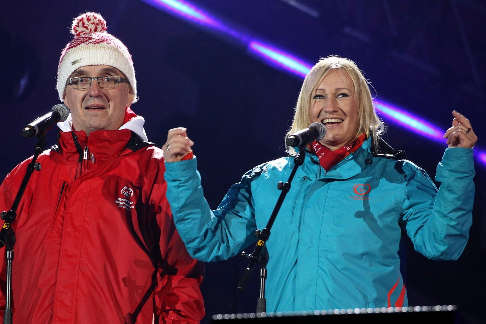 Der burgenländische Athlet Franz Horvath sprach gemeinsam mit Ex-Skiweltmeisterin Renate Götschl den Special-Olympics-Eid (Foto GEPA Pictures/Special Olympics)