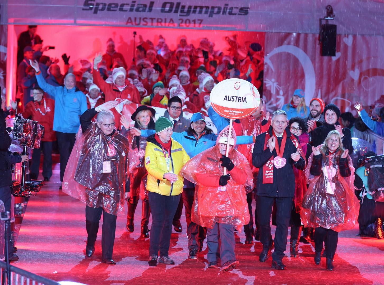 Insgesamt 105 Delegationen mit mehr als 2.600 Athleten wurden im Stadion begeistert begrüßt - zuletzt zog das Gastgeberland ein (Foto GEPA Pictures/Special Olympics)
