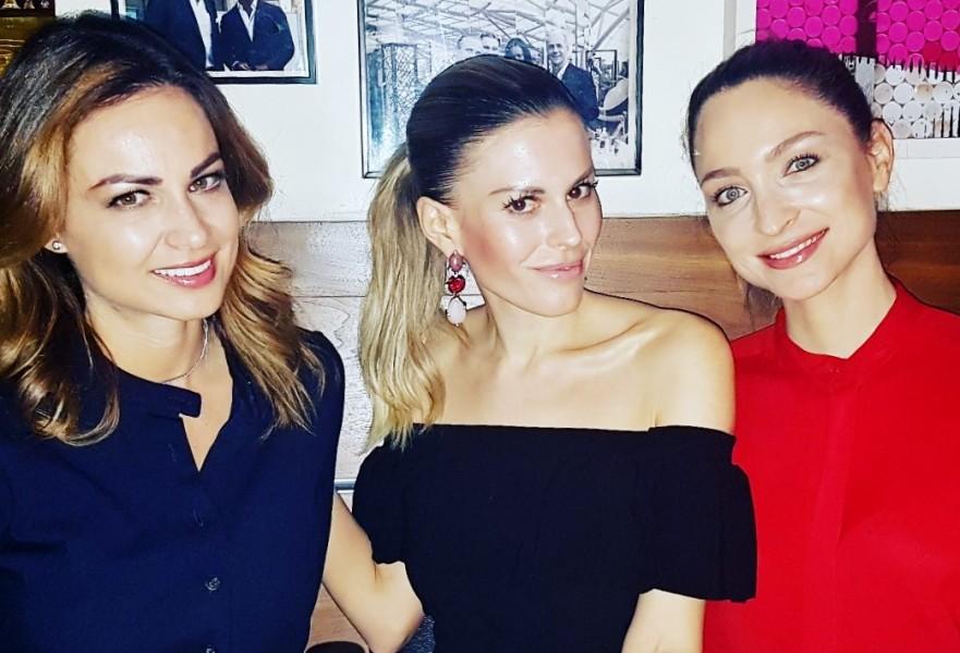 Miss Austria Corporation Geschäftsführerin Silvia Schachermayer freut sich, dass Kerstin Zacharias, Beauty & Soul, und Stefanie Michl-Kogler, Somorphia Beauty und Vitalacademy, künftig die Miss Styria Agenden übernehmen (Foto MAC)