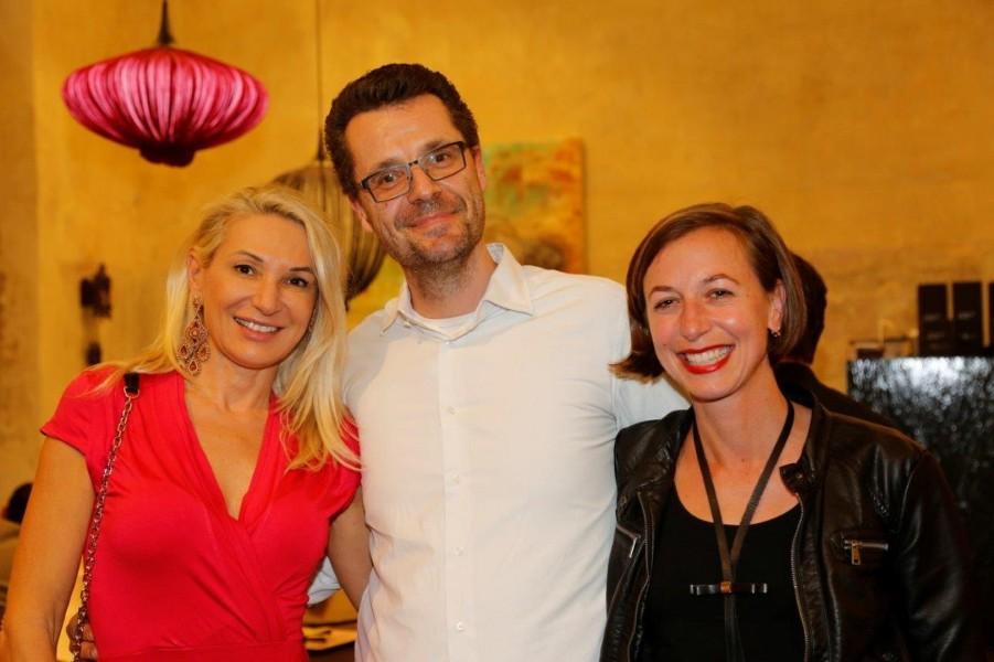 Auch Beauty-Ärztin Ingrid Hörmann (li) besuchte die Ausstellung beim Interieur-Spezialisten Udo Gangl (Foto Manfred Lach)