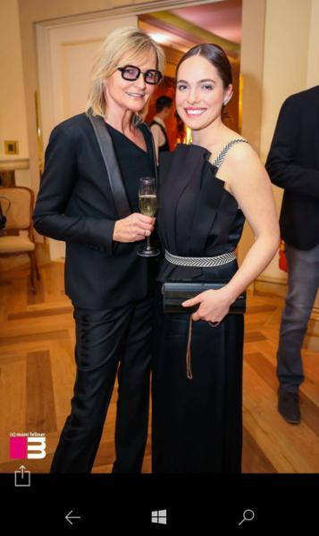 Journalistin und Bloggerin Hedi Grager (www.hedigrager.com) mit Schauspielerin und Laudatorin Verena Altenberger bei der Verleihung der ROMY Akademiepreise (Foto Moni Fellner)