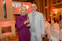 Film-Legende John Malkovich übergab die Platin ROMY® der Akademie für das Lebenswerk an Birgit Hutter (Foto Kurier/Rainer Gregor Eckharter)