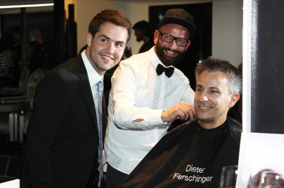 """Auch Stadtrat Kurt Hohensinner unterstützte die Aktion """"Schnipp schnapp Haare ab"""" (Foto Fotostudio Sima)"""