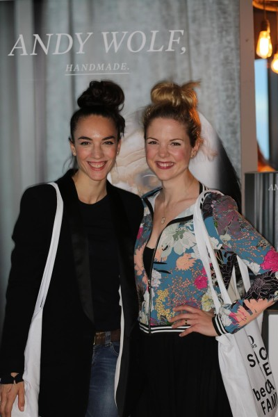 Auch die Schauspielerinnen Maddalena Hirschal und Sigrid Spörk ließen sich die Präsentation der neuen ANDY WOLF Sonnenbrillen-Kollektionen nicht entgehen (Foto Sigrid Mayer)