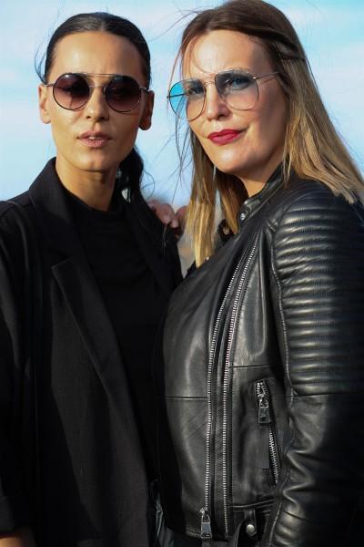 """Katharina Schlager, ANDY WOLF Head of Design & CEO, (re), hier mit Schauspielerin und Sängerin Edita Malovčić: """"Brillen sind meine Passion, meine Leidenschaft, mein Leben."""" (Foto Sigrid Mayer)"""