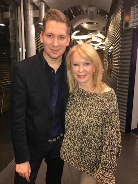 """""""Bekannt zu sein, prominent zu sein, im Rampenlicht zu stehen, das war immer mein erklärtes Ziel, schon als Kind"""", verrät Clemens Trischler, hier mit Astrologin Gerda Rogers (Foto privat)"""