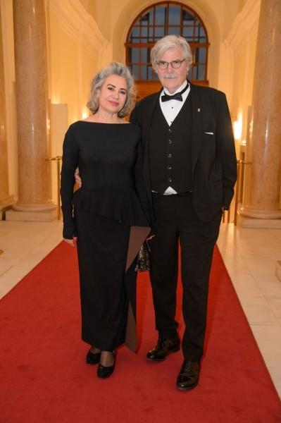 Brigitte Karner mit ihrem Mann Peter Simonischek, der mit der Platin ROMY® für sein Lebenswerk ausgezeichnet wurde (Foto Kurier/Rainer Gregor Eckharter)