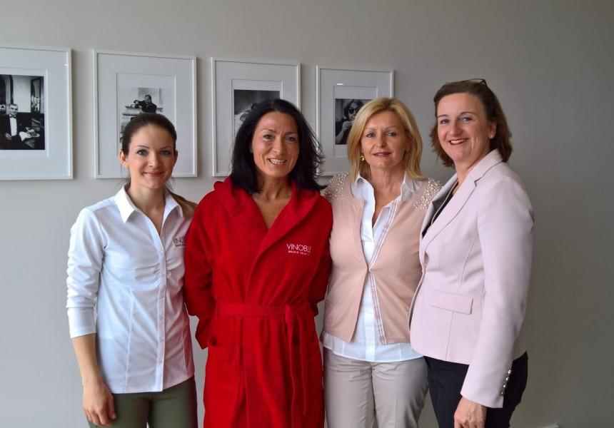 Sabrina Schuster, VINOBLE Cosmetics, 'Model' Dr. Sonja Soukup, Luise Köfer, VINOBLE Cosmetics und Hoteldirektorin Andrea Fuchs (Foto Hedi Grager)