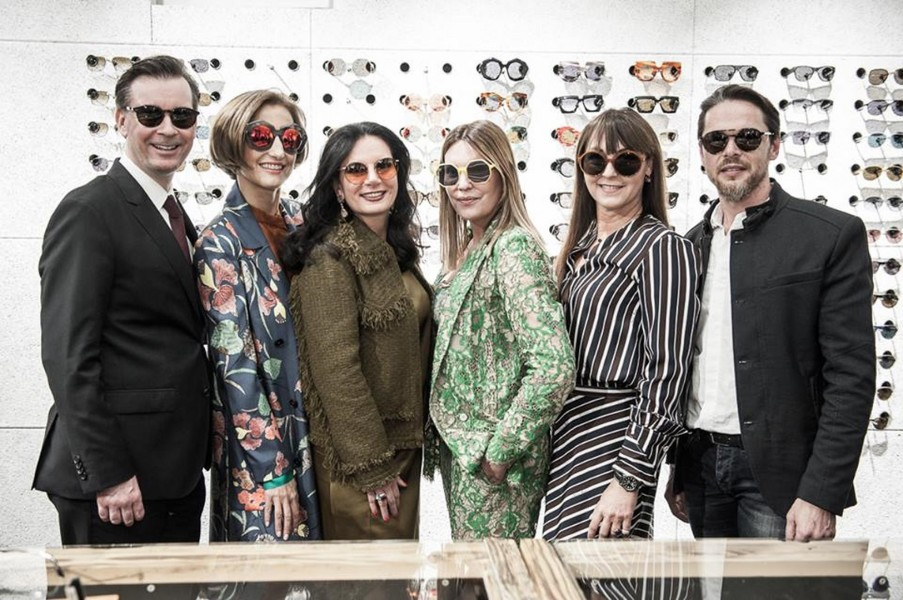 Luxury Fashion Night: Klaus Weikhard, Petra Sax, Carina Harbisch, Katharina Schlager, Sylvia Baumhackl und Christian Potisk (Foto Philipp Podesser)