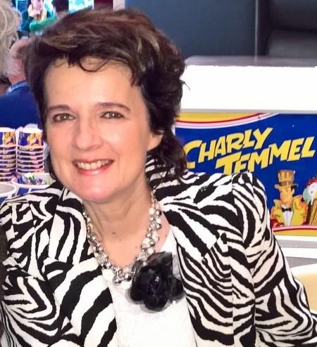 """Im Jänner bekam Monika Martin den Smago-Award, eine der begehrtesten Auszeichnungen der Schlagerbranche,  im März begann sie ihre """"Sehnsucht nach Liebe""""-Tour und jetzt hat sie sogar ihr selbst kreiertes Eis - das Monika-Martin-Eis (Foto Hedi Grager)"""