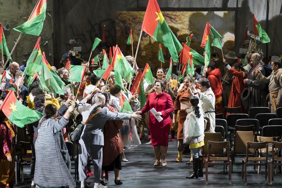 Die Druidenpriesterin Norma, die zweifache Schuld auf sich geladen hat, ruft zum Frieden (Foto Werner Kmetitsch)