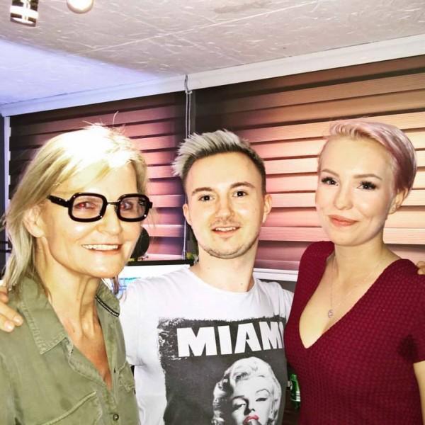 """Live im Studio von RockFM bei """"Kathi auf RockFM"""" am 8. April 2017: Hedi Grager, Uwe Gritsch und Kathi Obermayer (Foto Reinhard Sudy)"""