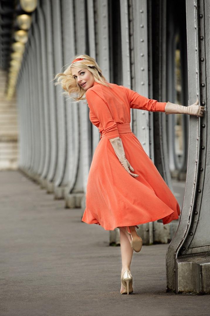 Silvia Schneider in einer ihrer eigenen Kreationen beim Shooting in Paris (Foto Marcel Gonzalez-Ortiz)
