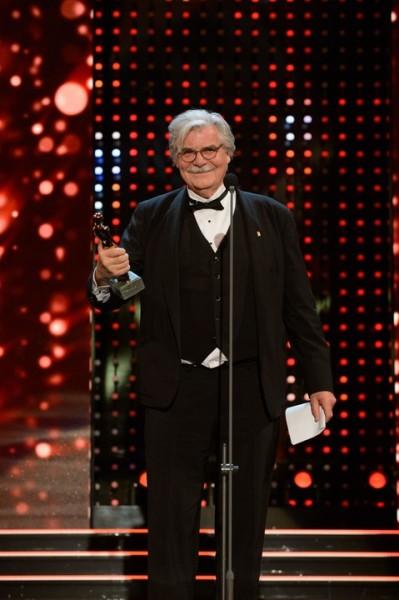 Peter Simonischek wurde mit der Platin ROMY® für sein Lebenswerk ausgezeichnet und bekam dafür Standing Ovations (Foto Kurier/Rainer Gregor Eckharter)