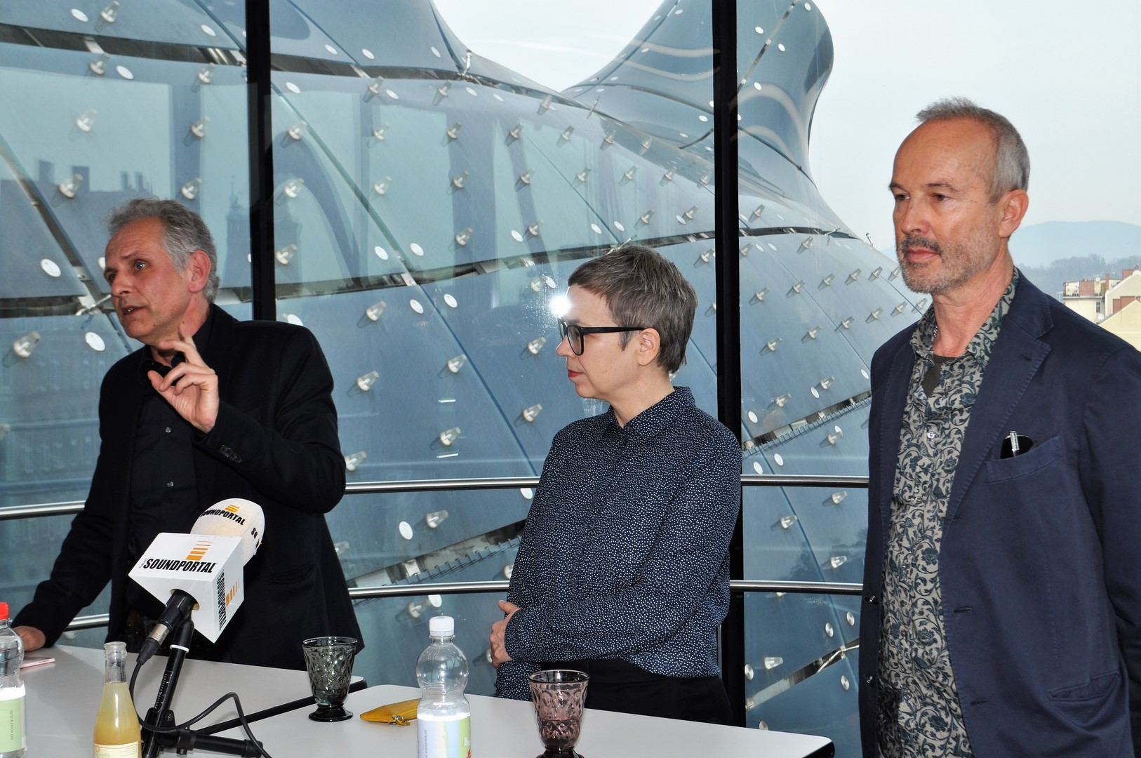hedi grager journalistin bloggerin erwin wurm im kunsthaus graz. Black Bedroom Furniture Sets. Home Design Ideas
