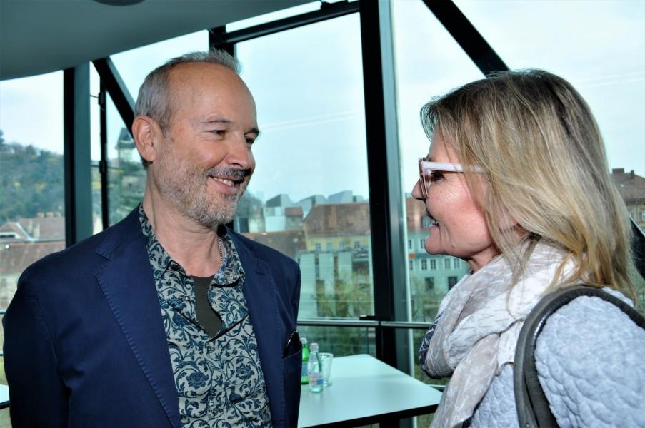 Der großartige Künstler Erwin Wurm spricht im Grazer Kunsthaus mit mir über seine dortige Ausstellung, sein erfolgreiches Jahr, aber auch eine anstrengende Zeit (Foto Reinhard Sudy)