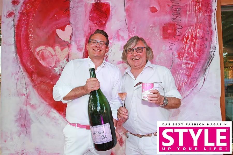 Rainer Ogrinigg, Direktor vom Gut Pössnitzberg, und Topwinzer Walter Polz begrüßten die Gäste ihrer PINK&WHITE Party herzlich (Fotos Michaela Scheurer Philipp Enders)