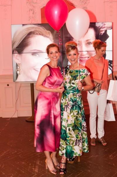 """Susanne Hoffmann (li): """"Mitglieder des Success Ladies Netzwerkes sind Frauen,denen nicht nur der Erfolg als Frau wichtig ist, sondern ebenso die Lust, das Leben zu genießen."""" (Foto Barbara Nidetzky)"""
