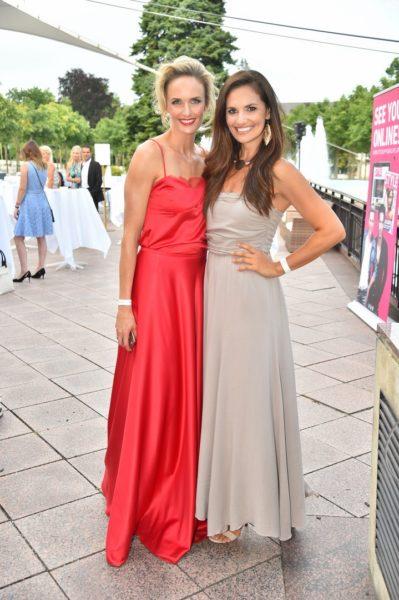 Miss Austria 2000 Patricia Kaiser und Miss Austria 2003 Tanja Duhovich genossen den schönen Abend im Casino Baden (Foto MAC/Tischler)