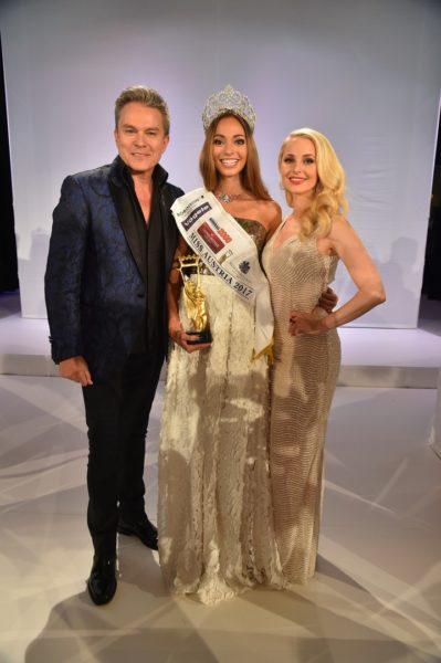 Durch den Abend führten in gewohnt souveräner und charmanter Weise die Moderatoren Silvia Schneider & Alfons Haider, die der neuen Miss Austria Celine Schrenk herzlich gratulierten (Foto MAC/Tischler)