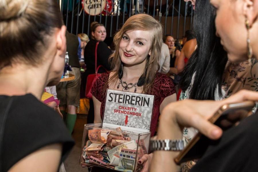 Charityaktion beim 5-Jahres-Fest der STEIRERIN - 'DIE STEIRERIN HILFT' und ersammelte über 1.500 Euro (Foto STEIRERIN)