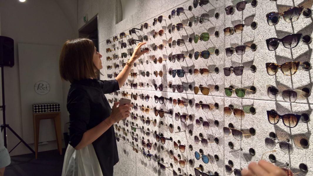 Claudia List, PILATUS Fashion, sucht für sich die perfekte Brille von DITA Eyewear (Foto Hedi Grager)