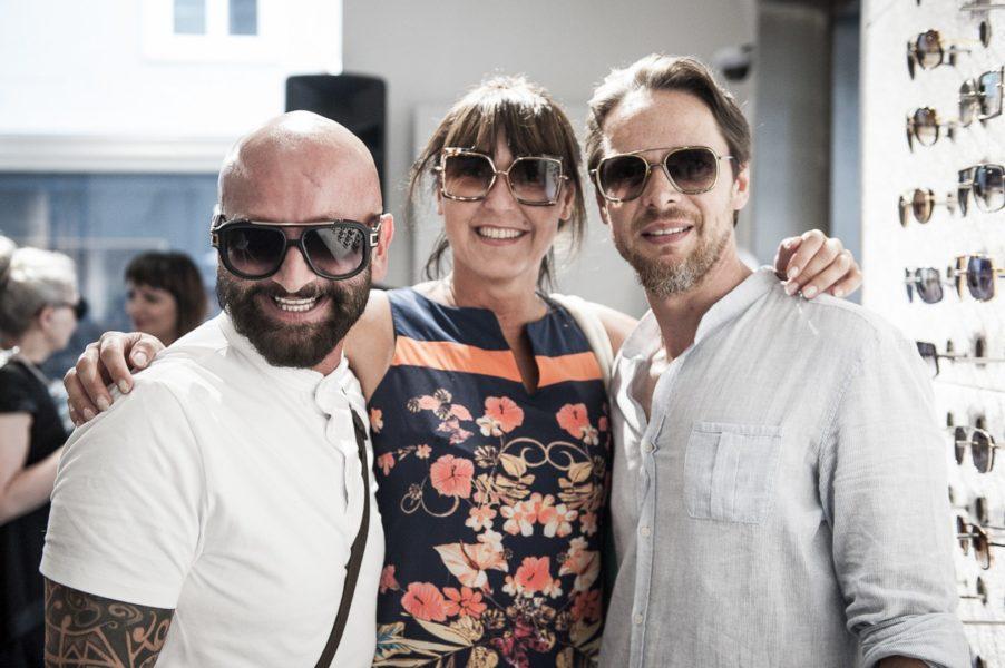 Auch Promi-Friseur Dieter Ferschinger und PR-Lady Sylvia Baumhackl ließen sich den Abend für Gentlemen von Christian Potisk (re) nicht entgehen (Foto Philipp Podesser)