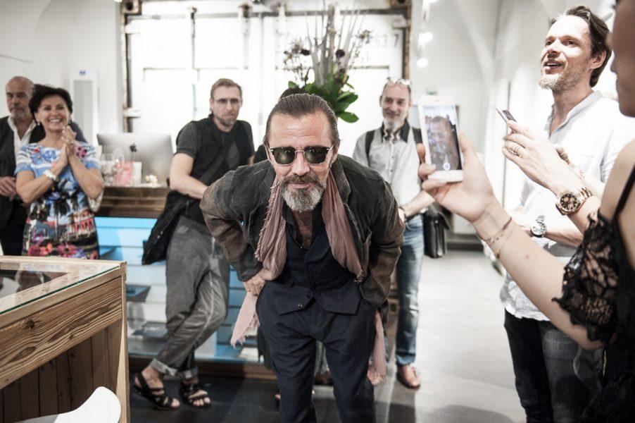 'Mister Pilatus' Roland Supper zeigt individuelle Fashion bei der Gentlemen-Night im Grazer BrillenQuartier (Foto Philipp Podesser)