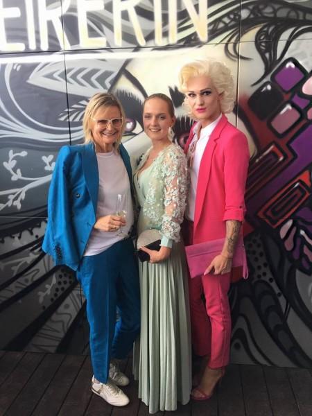 Journalistin und Bloggerin Hedi Grager, Designerin Eva Poleschinski und Gloria Hole hatten viel Spaß beim Jubiläums-Event der STEIRERIN (Foto STEIRERIN)