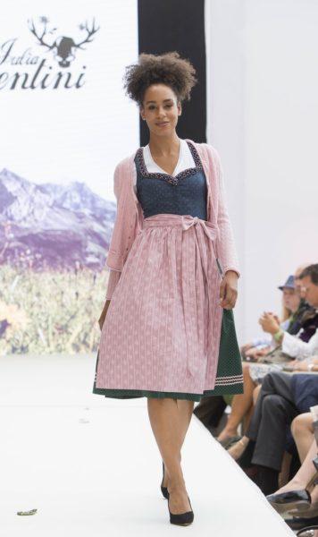 Neben neuen Kleider-Modellen widmet Julia Trentini weiterhin dem Rock und Body große Aufmerksamkeit (Foto Reed Exhibitions Salzburg/Andreas Kolarik)