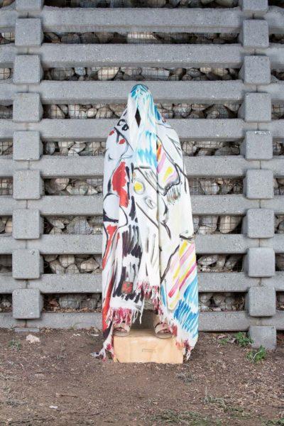Der bildende Künstler und international gefeierte Daniel-Richter-Schüler Rade Petrasevic in Kooperation mit Modedesigner Bernhard Wilhelm (Foto Loos Salon)