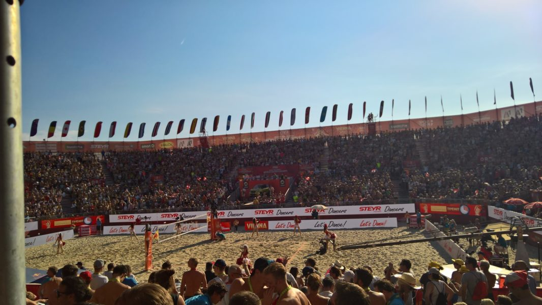 Die FIVB Beach Volleyball-Weltmeisterschaften fanden zum ersten Mal in Wien statt. Sie werden seit 1997 im zweijährigen Rhythmus veranstaltet. Das 20-Jahres-Jubiläum der WM wurde auf der Donauinsel ausgetragen(Foto Hedi Grager)