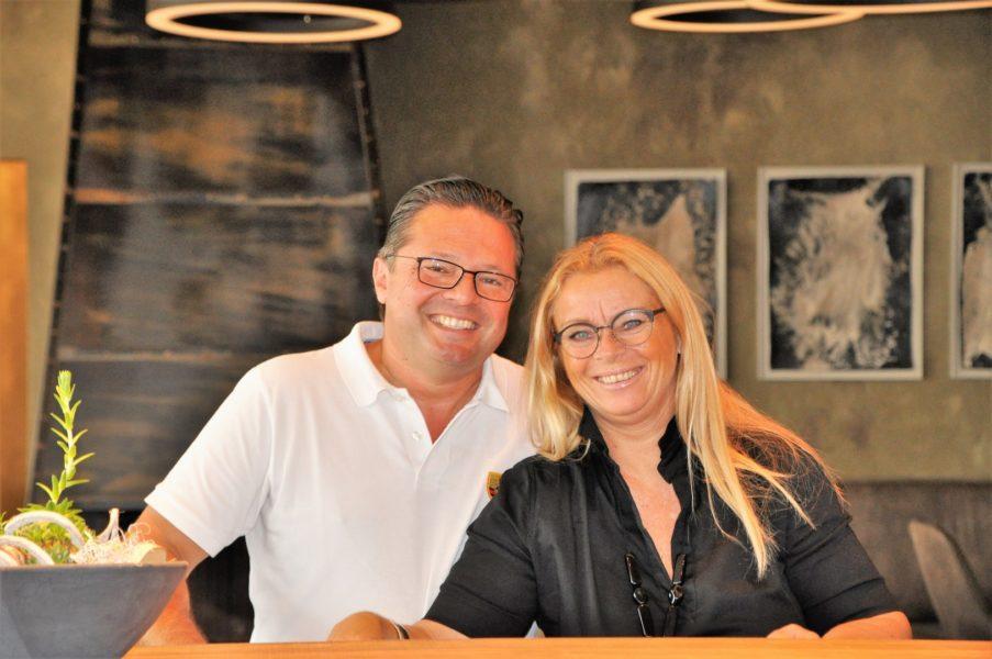 """Beatrix und Oliver Drennig haben sich mit der Eröffnung ihres """"Wirtshauses"""" am Kogelberg - wunderbar gelegen zwischen dem Buschenschank Kieslinger und dem Winzerhaus Kogelberg - einen Traum erfüllt (Foto Reinhard Sudy)"""