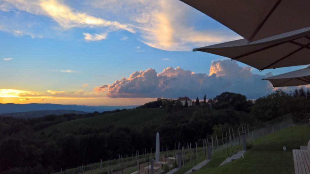 Auf keinen Fall versäumen: den wunderbaren Sonnenuntergang von der Terrasse des neuen Kogel 3 (Foto Hedi Grager)